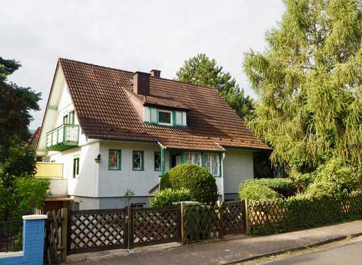 Sonniges freistehendes Haus mit eingewachsenem Garten