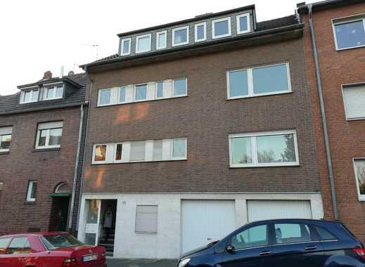 Gepflegte 2-Zimmer-DG-Wohnung mit Balkon und Einbauküche in Mönchengladbach