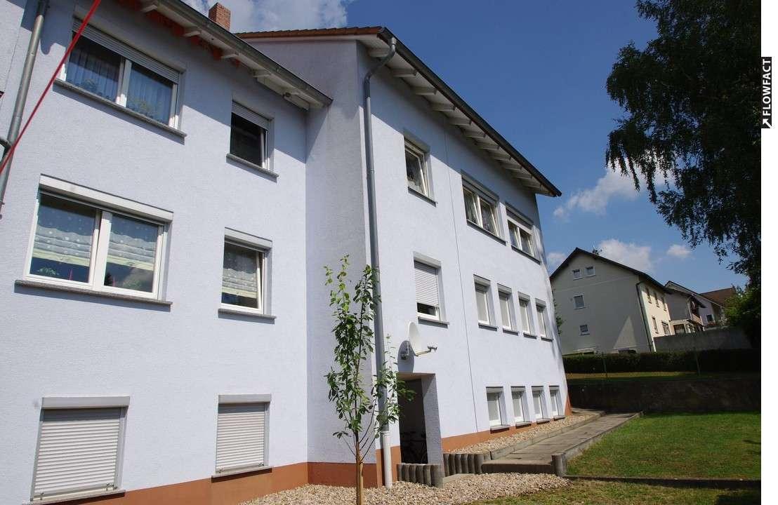 Gemütliche 2,5-Zimmer-Wohnung mit Einbauküche, in ruhiger Wohnlage - Weidhausen