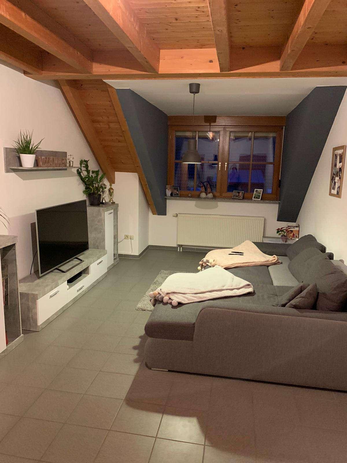Helle Dachgeschosswohnung, ca. 60 m2 in Goldbach in