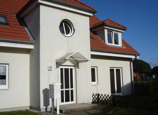 TOP-2-Zimmer-Dachgeschoss-Wohnung mit Balkon in kleinem Mehrfamilienhaus