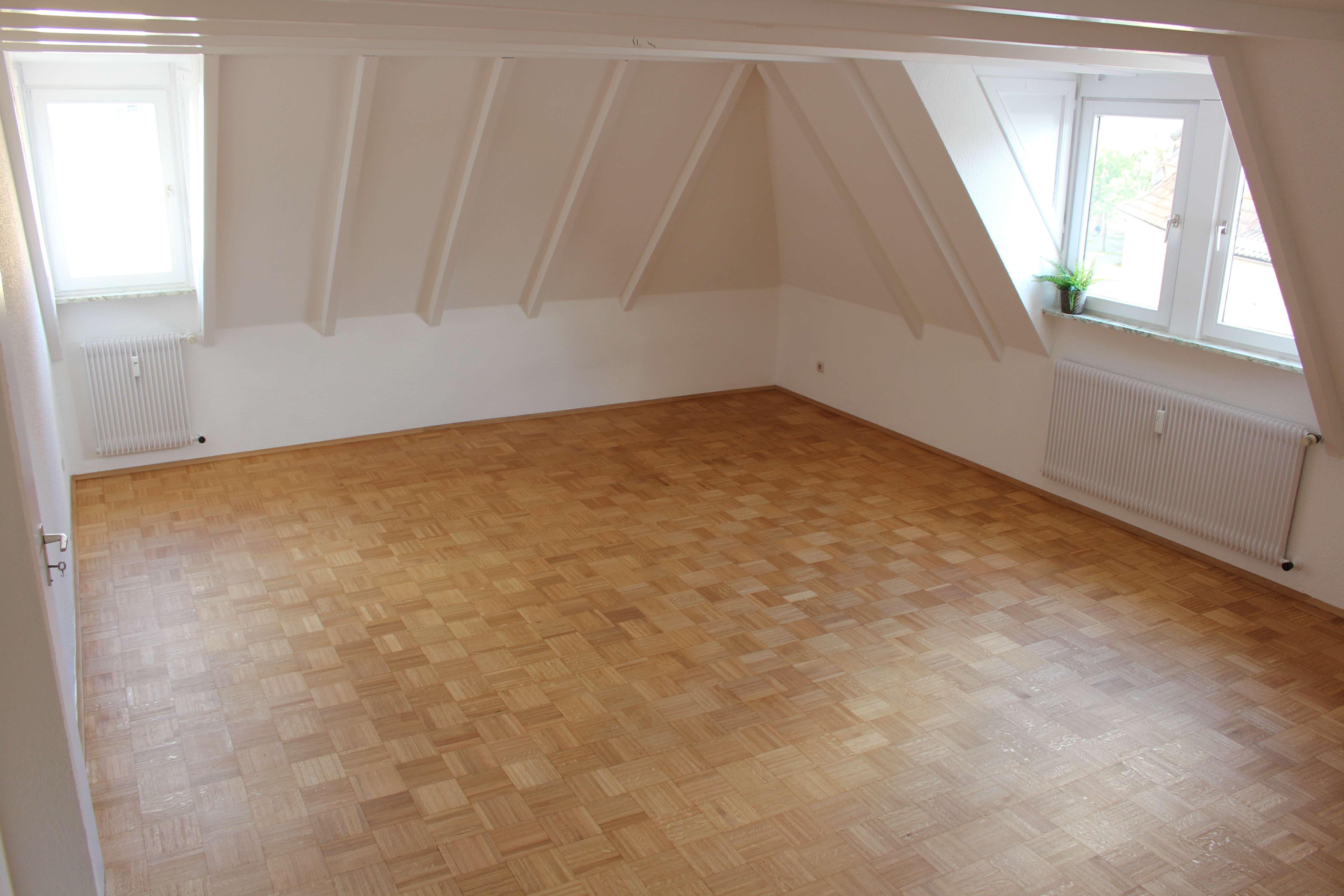Zentral gelegene 2,5-Zimmer-Dachgeschosswohnung mit großen Bad und Einbauküche in Würzburg in Innere Pleich (Würzburg)