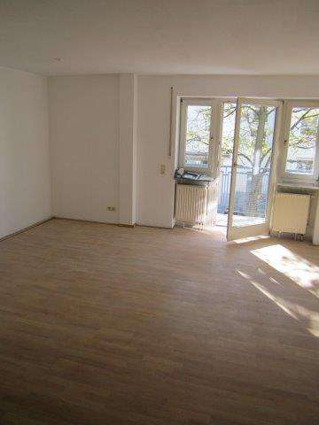 ***HÜBSCHE gut geschnittene HELLE 3-Zimmer-Wohnung,ca.77 m², 2 Balkone, BERG AM LAIM-Isareckstraße in Berg am Laim (München)