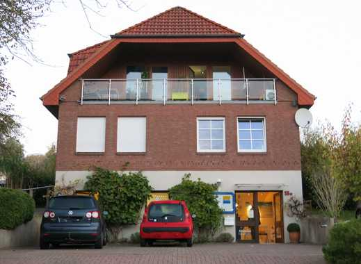Gepflegte 2-Zimmer-Dachgeschosswohnung mit Balkon und Einbauküche in Kiel