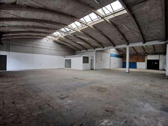 Hallenfläche in Gewerbepark zu vermieten