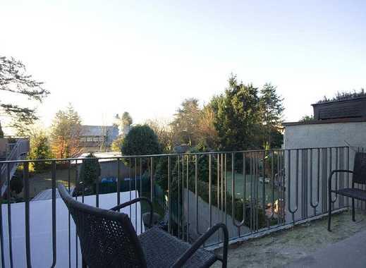 Befristete Vermietung für 1 Jahr: Helle Wohnung mit Balkon, Einbauküche und Laminatboden