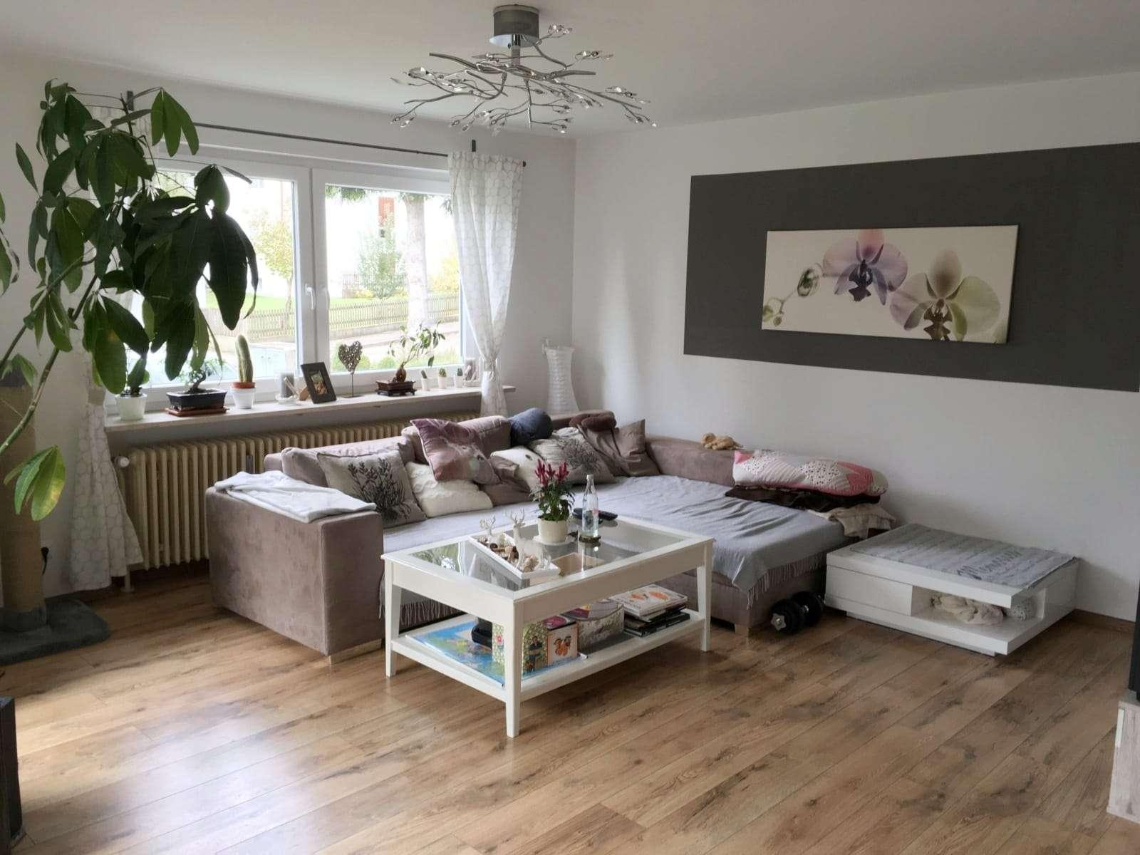 Sehr helle 3,5-Zimmer-Wohnung mit Terrasse, EBK und großen Garten