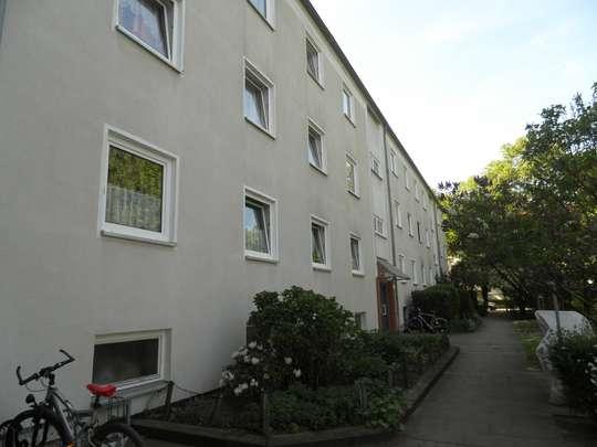 Erstbezug nach Sanierung - 3-Zimmer Wohnung mit Balkon in Groß Buchholz, Lenbachstr.