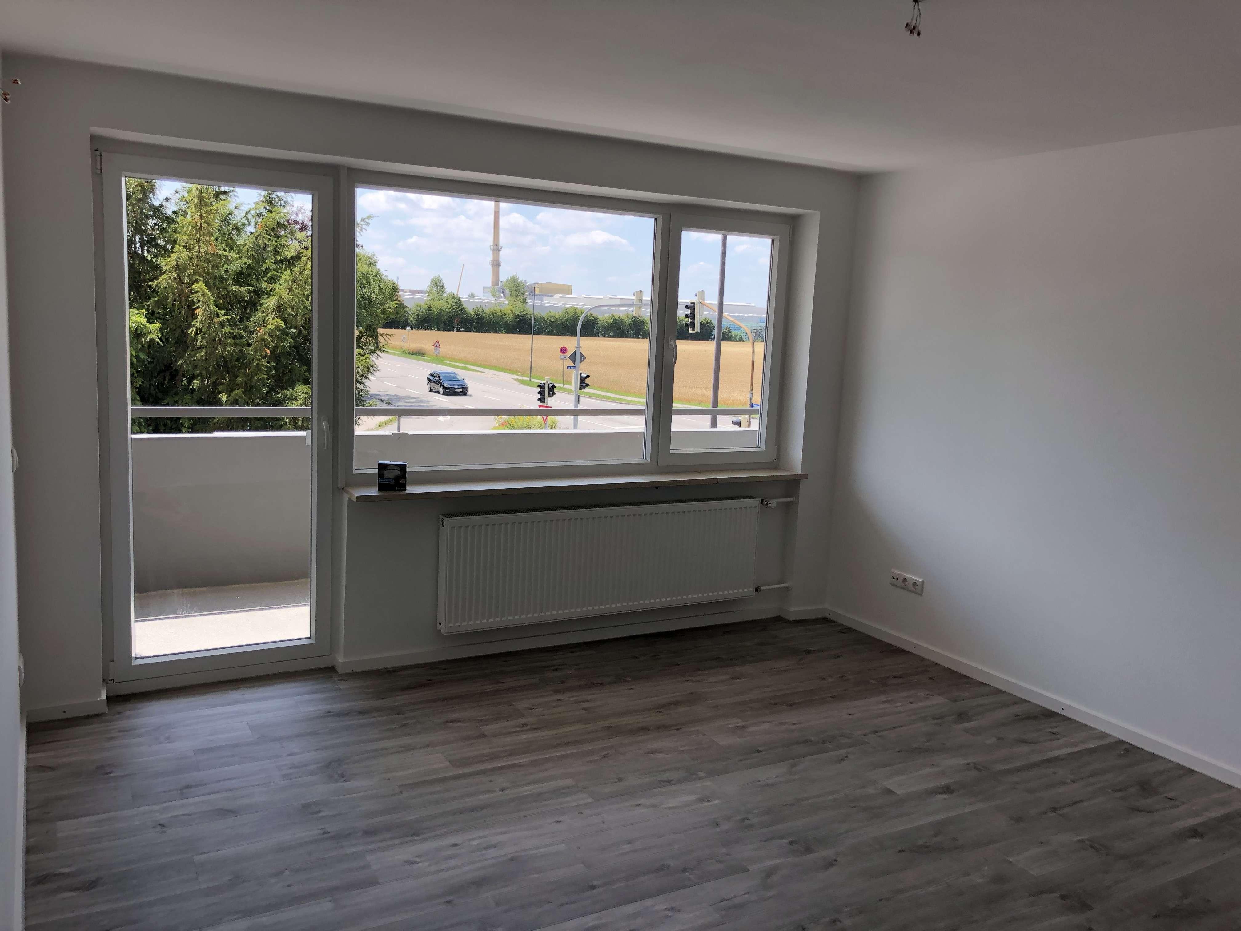 **Wunderschöne 3-Zimmer Wohnung - vollständig renoviert - mit großen Balkon**