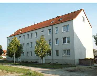 STOP! WOHNFREUNDLICHE, GEMÜTLICHE UND PREISBEWUSSTE 3-R-ETAGENWOHNUNG (2.OG li.) IN TARNOW-ORTSRA... in Tarnow