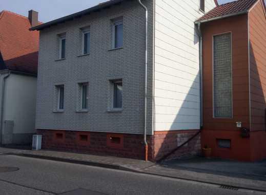 Erstbezug nach Sanierung: schöne 3-Zimmer-Wohnung mit Einbauküche und Terasse in Mackenbach