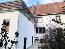 Einfamilienhaus mit kleiner Scheune in