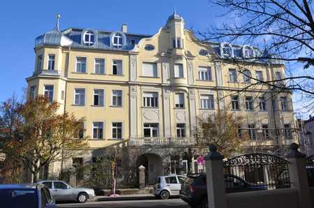 Sonnige 2-Zimmer-Wohnung in denkmalgeschütztem Haus im Beethovenviertel in Augsburg-Innenstadt
