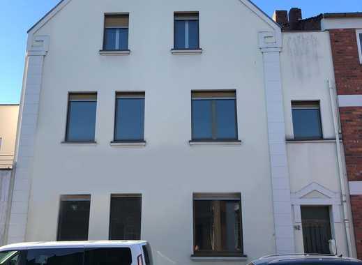 Mehrfamilienhaus mit Potenzial im Herzen von Sürth