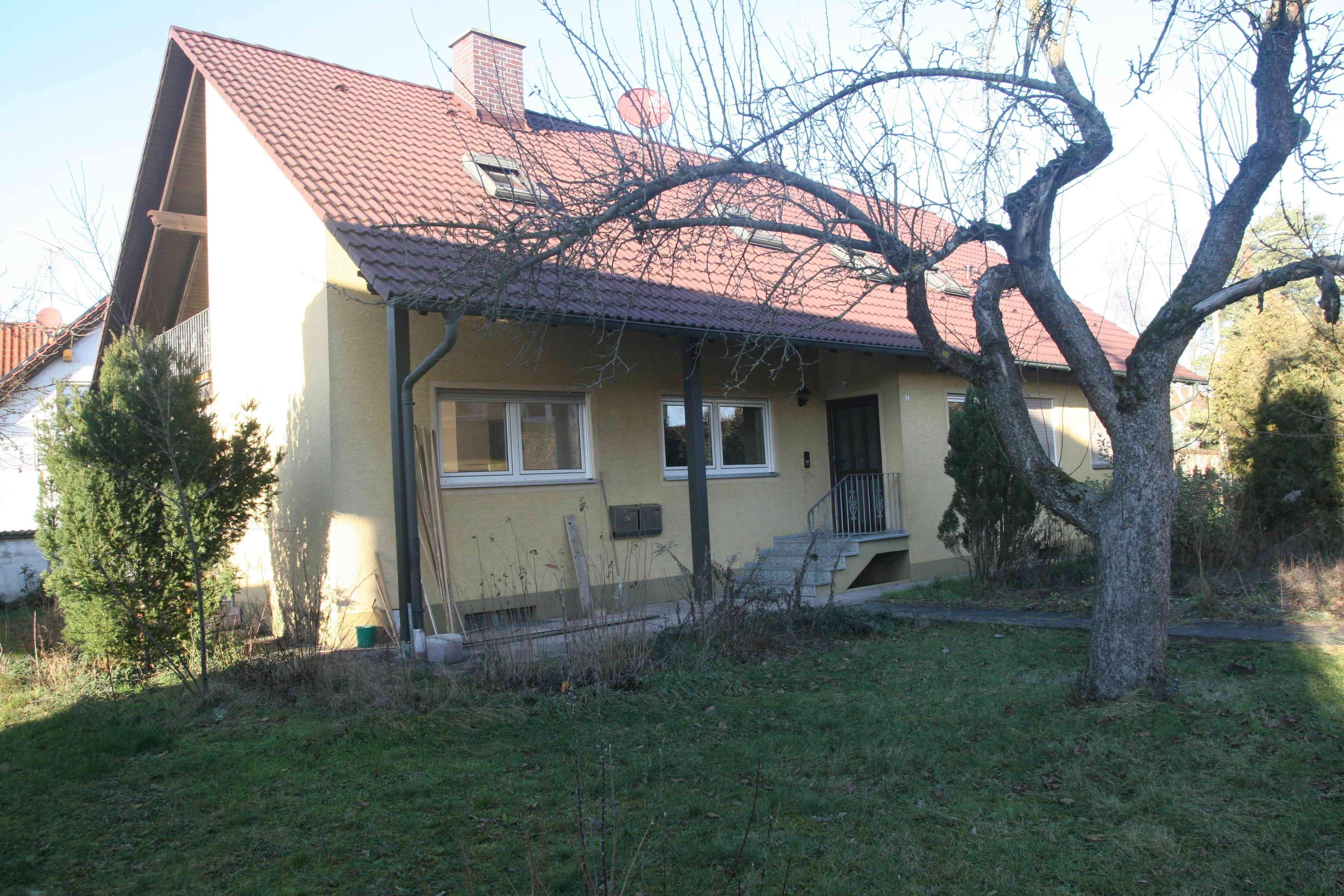 Großzügige 4-Zimmer-Hochparterre-Wohnung (130qm) mit Terrasse in Möhrendorf in Möhrendorf