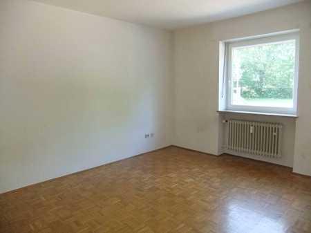 Bitte nur Mailanfragen: großzügiges Appartement in der Donaustaufer Straße (Nahe Milchwerk) in Reinhausen (Regensburg)