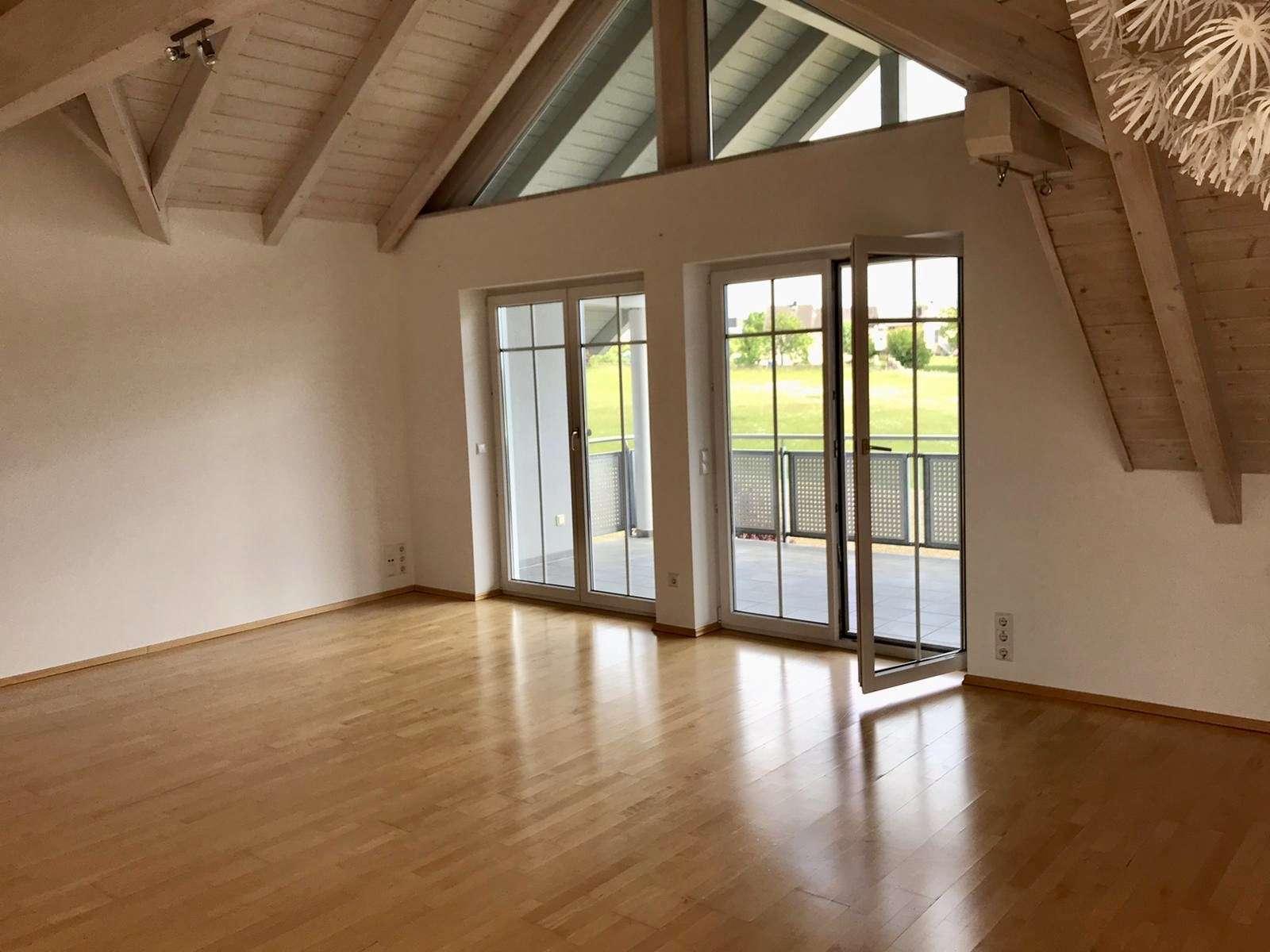 Wunderschöne Dachgeschoss-Wohnung in ruhiger Lage mit Blick ins Grüne in