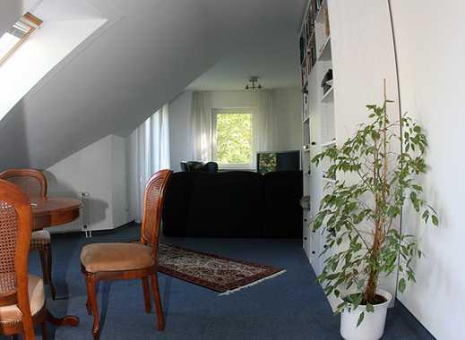 Gepflegte 3-Zimmer-Dachgeschosswohnung mit Balkon und Einbauküche im Düsseldorfer Norden.