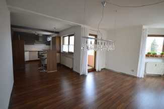 Vollständig renovierte Wohnung mit zwei Zimmern sowie Balkon und Einbauküche in Neumarkt in Neumarkt in der Oberpfalz (Neumarkt in der Oberpfalz)