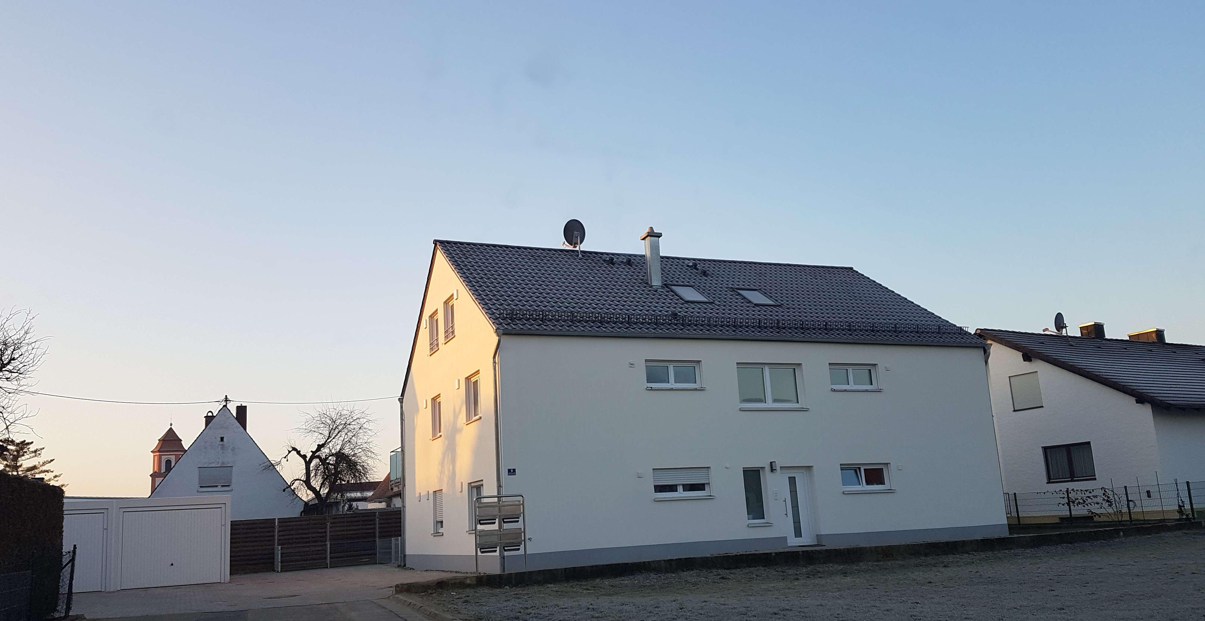 Neubau: sehr helle, geräumige 4-Zimmer-Maisonette-Wohnung mit großem Süd-Balkon in Ingolstadt in Etting