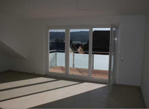Neuwertige 4-Zimmer-DG-Wohnung mit Balkon und EBK in Schwenningen