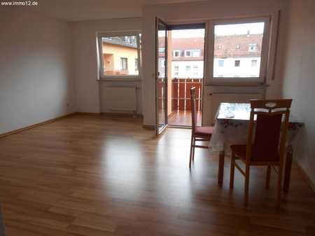 Ruhige und helle 3 Zimmerwohnung mit Balkon und Stellplatz in Zentrumsnähe in Glockenhof (Nürnberg)