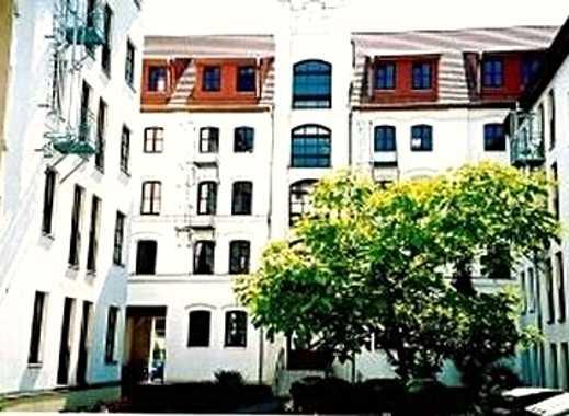 * Ansprechende 2-Zimmer mit Laminat, Balkon, Fahrstuhl u.v.m!