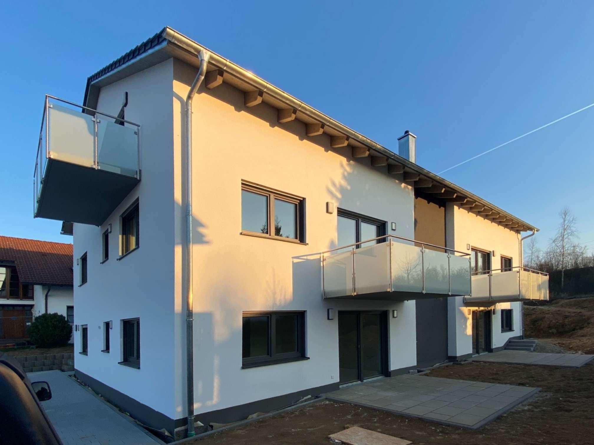 Erstbezug! 3 Zimmer Wohnung mit Terrasse und Küche in