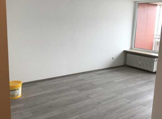 Neu sanierte Wohnung mit Einbauküche und Balkon: 1-Zimmer-Wohnung in Haar mit Panoramablick