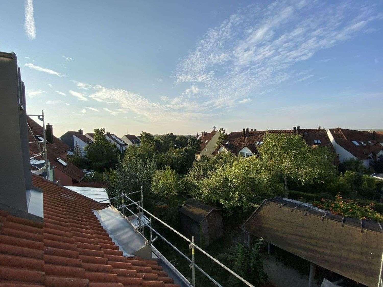Schöne, teilsanierte Dachgeschosswohnung zur Miete am Heuchelhof, Würzburg in