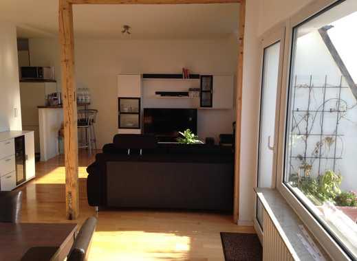Ruhige, helle 2-Zimmer Dachgeschosswohnung inklusive Küche