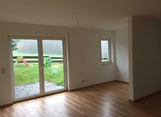 Preiswerte, geräumige und vollständig renovierte 1-Zimmer-EG-Wohnung mit Terrasse in Lindlar-Linde