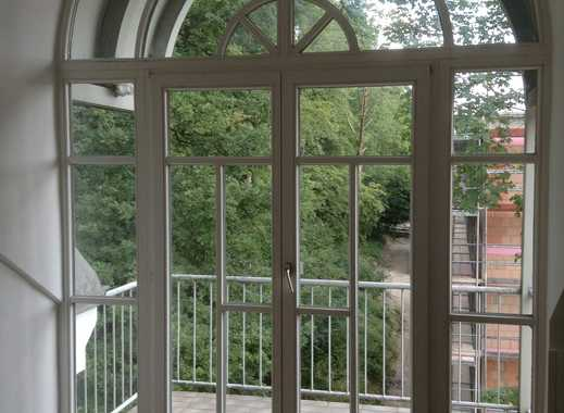 Helle und freundliche 1-Zimmer-DG-Wohnung mit sonnigem Balkon in Kurparknähe