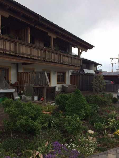 Sonnige, neuwertige Erdgeschosswohnung mit zwei Zimmern und schöner Holzterasse in Piding in Piding