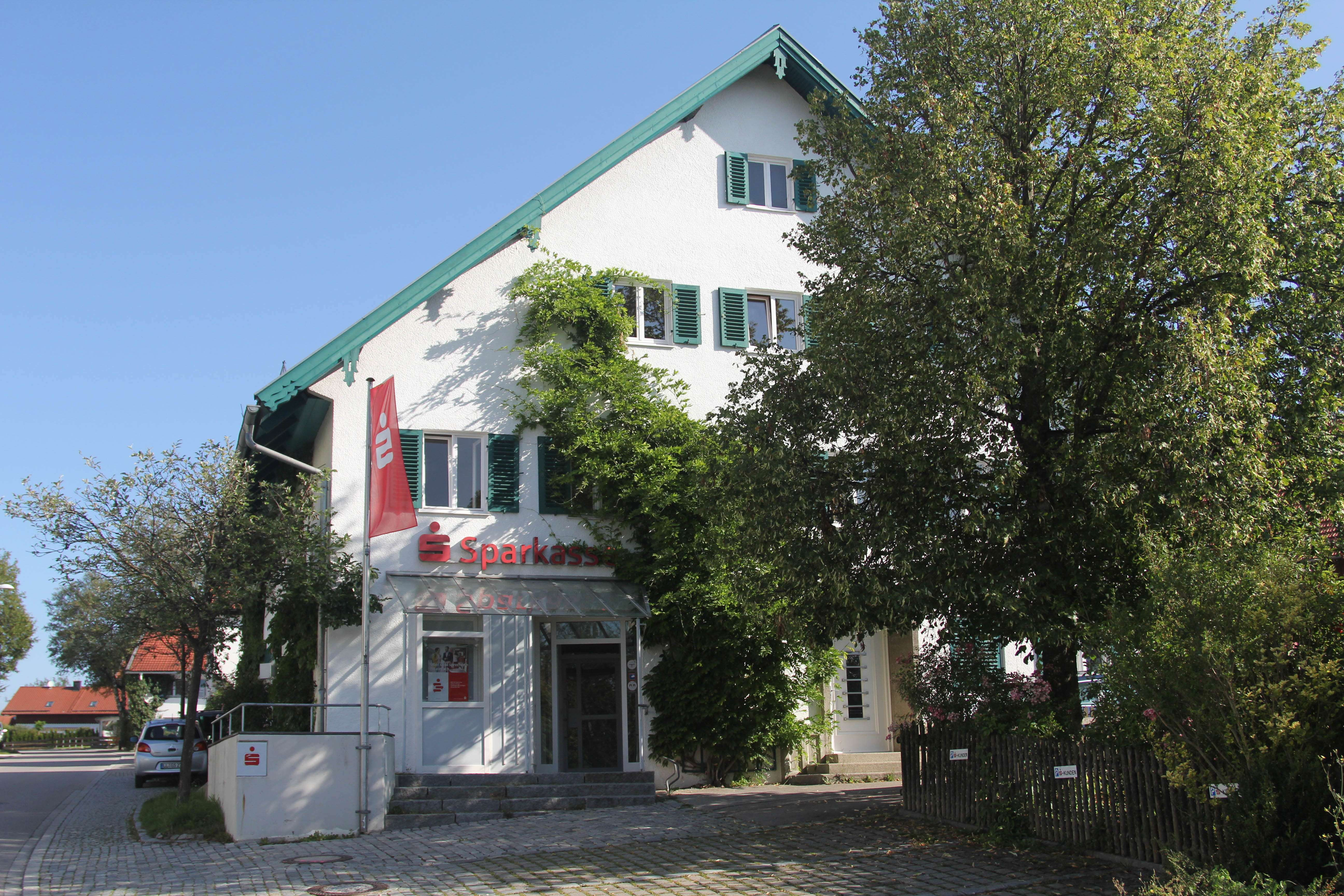 Erstbezug nach Sanierung: 4-Zimmer-Wohnung mit großer Wohnküche und Balkon, 130 m² in