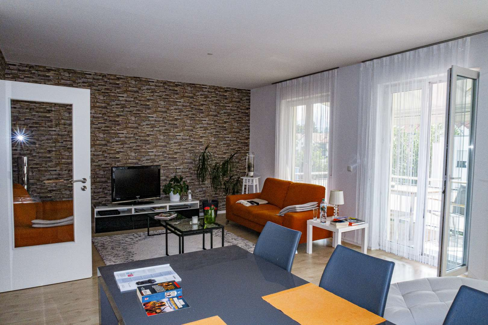 Neuwertige 3,5 bzw. 4-Zimmer-Wohnung mit Balkon und EBK in Freilassing Zentrum