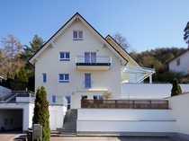 Moderne Doppelhaushälfte mit Wintergarten