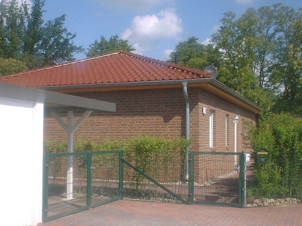 Massiver moderner Wohnbungalow * Fussbodenheizung * Garage * Carport ...
