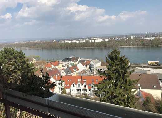Modernisierte 4-Zimmer-Penthouse-Wohnung mit Balkon und Einbauküche in Mainz