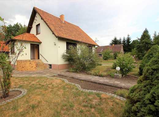 Familienfreundliches Einfamilienhaus mit zusätzlichem Bauland, Garage, Scheune und Wald