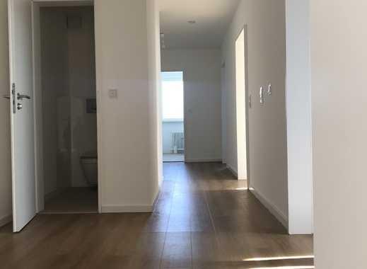 Erstbezug nach Sanierung mit EBK, TG und Südbalkon: stilvolle 4-Zimmer-Wohnung in Höchberg