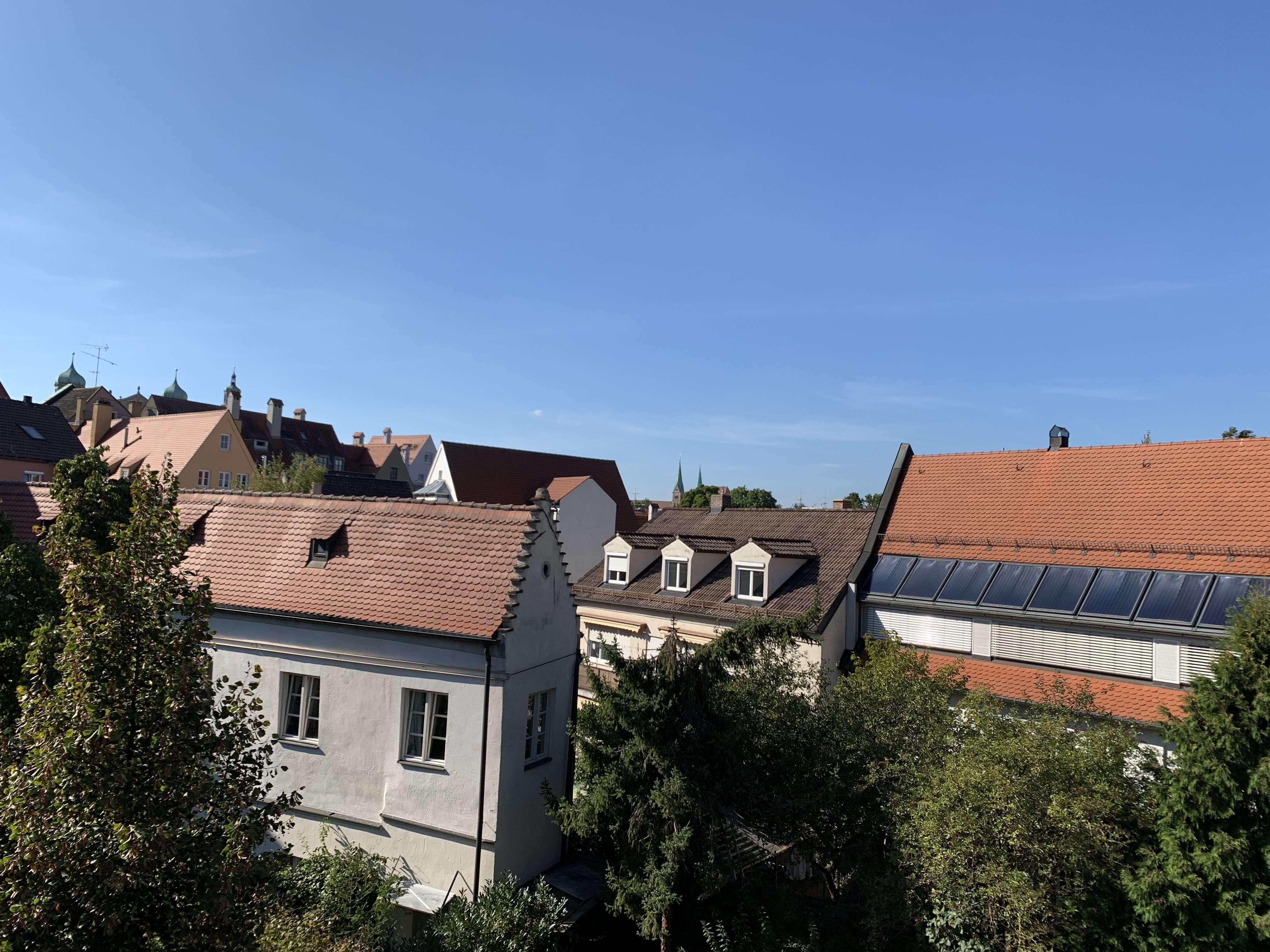 Moderne 2,5-Zimmer Dachgeschosswohnung mit Gauben nähe City-Galerie in Augsburg-Innenstadt