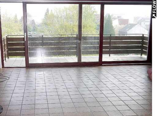 Große, attraktive 4,5-Zi-Maisonette-Wohnung mit offenem Kamin, 2 Bädern, Balkon und Garage