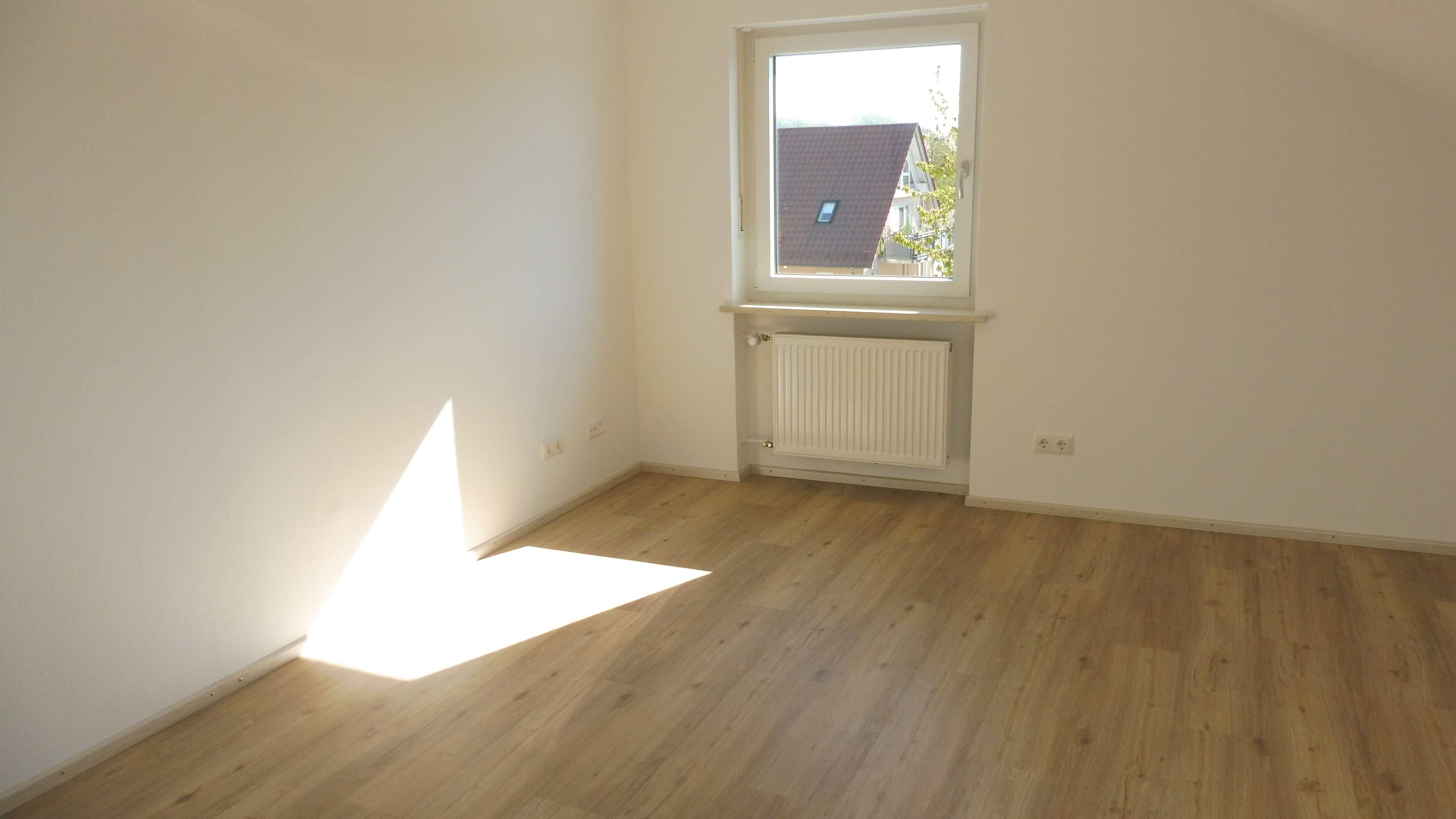 Top 4-Zimmer-Komfort-Dachstudio-Wohnung,Lappersdorf, mit Gartenbenützung,Erstbezug nach Sanierung in