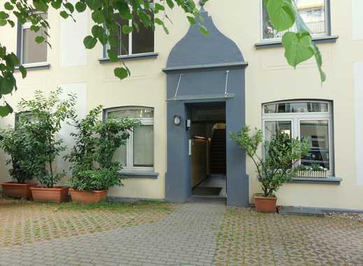 Ruhig wohnen im Hinterhof! Modern renovierte Eigentumswohnung mit Sonnenbalkon