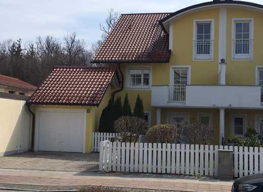 Exclusiv ausgestattete Doppelhaushälfte mit Garage