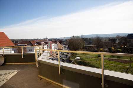 Modernisierte 3-Zimmer-Penthouse-Wohnung mit Balkon und EBK in Sulzbach am Main in Sulzbach am Main