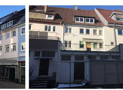 Grundsolides Stadthaus mit 3 Wohnungen und Gewerbe