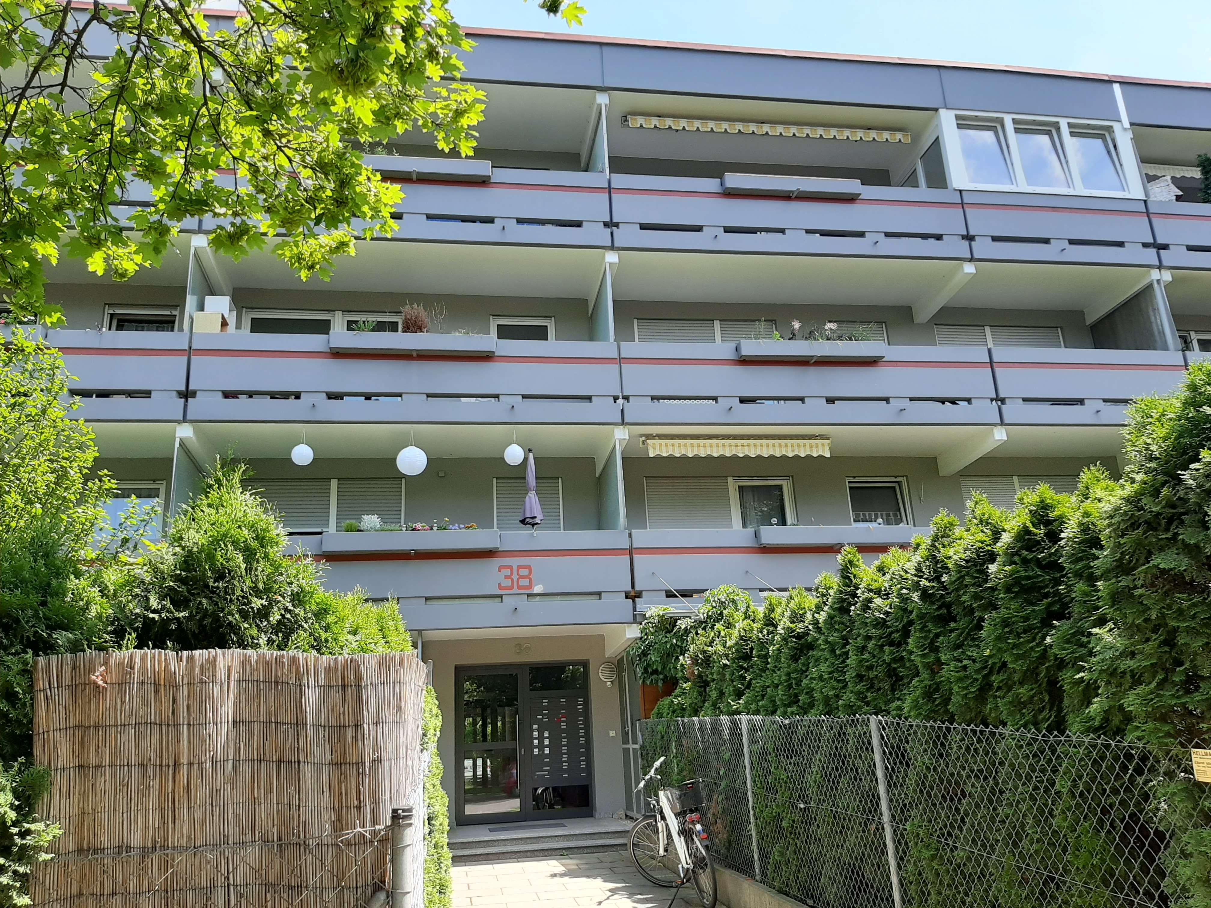 2-ZKB Wohnung im Herzen von Augsburg-Pfersee mit Balkon und Wintergarten in