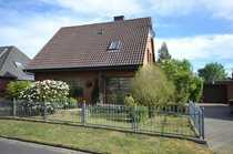 Gut erhaltenes Einfamilienhaus mit Garage